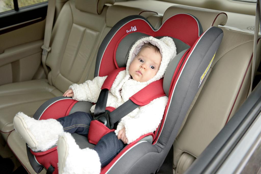 Tu stii de ce trebuie sa folosesti scoici si scaune auto pentru copilul tau inca de la primul drum cu masina?